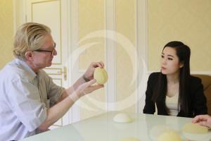 Phụ nữ chưa lập gia đình nâng ngực có tốt không?